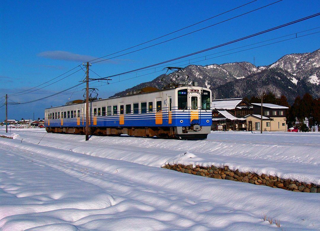 """雪に超強くて終電23時""""えち鉄""""の復活劇 ローカル線でも生き残り策はある"""