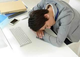 すぐに眠くなる人は病気なのか?