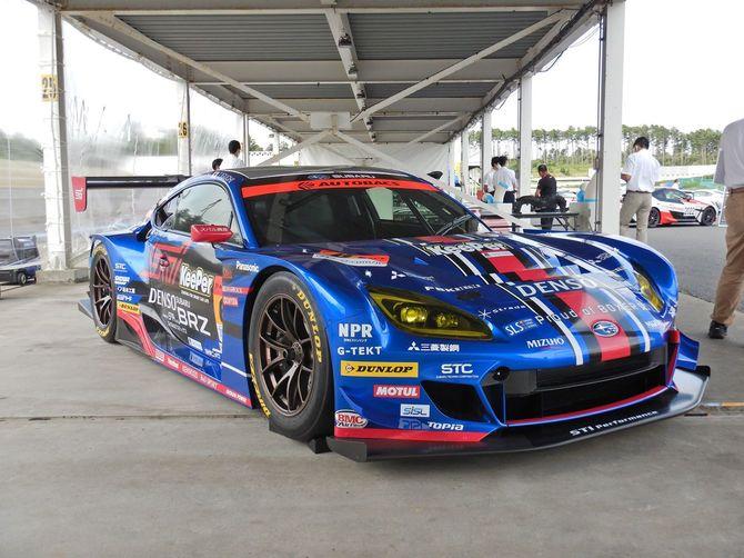 スーパーGT300クラスで活躍する、スバルのレーシングマシン
