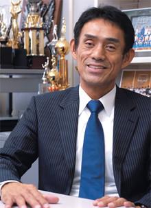 <strong>北原憲彦●きたはら・のりひこ</strong><br>江戸川大学教授、スポーツビジネス研究所所長。1954年、長野県生まれ。明治大学卒業後、日本鋼管(現JFEスチール)を経て、現職。高校時よりバスケットボール全日本代表チームに選出され、モントリオールオリンピック出場など88年現役引退まで活躍。全日本女子監督なども務めた。