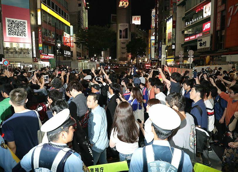 なぜ人はスクランブル交差点に集まるのか 「世界最大の天国」は日本にあった