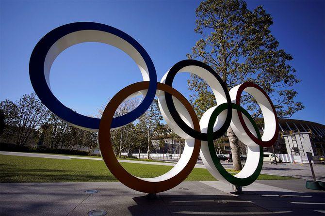 オリンピックリングの記念碑=2020年3月24日