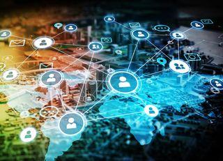 KDDIはトヨタと「IoT世界基盤」を狙う