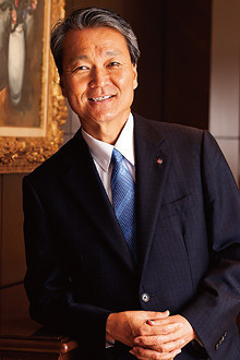 <strong>生命保険協会会長 筒井義信</strong>●1954年、兵庫県生まれ。兵庫県立神戸高校、京都大学経済学部卒。77年日本生命保険入社。長岡支社長、企画広報部長などを経て、2010年代表取締役専務執行役員、11年4月に社長就任。7月に生命保険協会の協会長に就任。