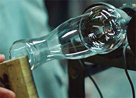 電球製造の職人技で「引き算の美」を追求