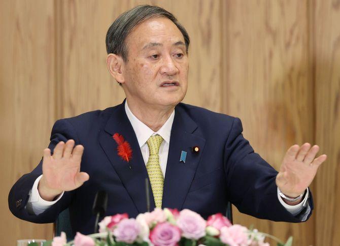 インタビューに答える菅義偉首相=2020年10月9日、首相官邸