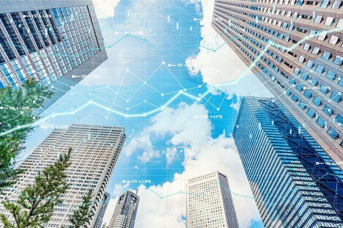 株式市場チャートを持つ都内景観東京