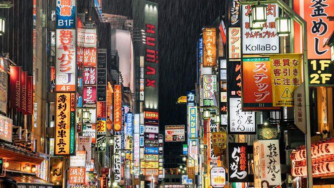 雨の降る新宿の夜
