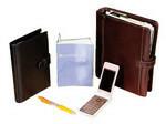 手帳は、メーンのファイロファックスと官能(食味)検査記録用、日記用の3冊を駆使する。機密情報を含むメーンと検査用は社外へ持ち出さず、社外では日記に加えて携帯電話をフル活用。携帯のメモ機能は上限の50件を使い切るほどで、仕事にもプライベートにも多用している。