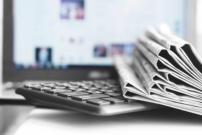 新聞・ノートパソコン