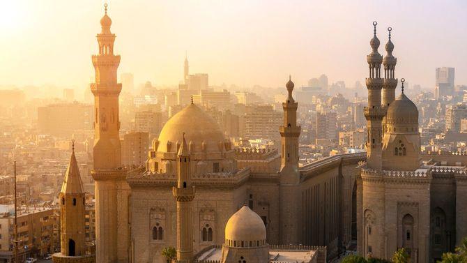 スルタン・ハッサンとアル・リファイのモスクを上から見たところ。