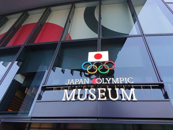 国立競技場前のオリンピックミュージアム