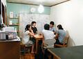今村氏本人も浅草の築54年の元サンダル屋をオフィスとしてシェア。様々な職種の入居者がいる。