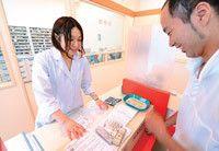 替地恵子薬剤師は限られたスペースでのジェネリック薬と新薬の在庫確保に苦慮しているという。