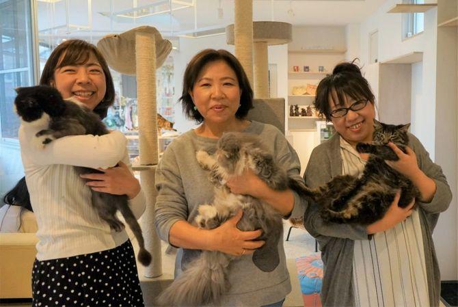 左から妹、母、由美子さん