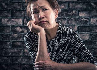 夫が死ぬと妻の年金はどれくらい減るのか