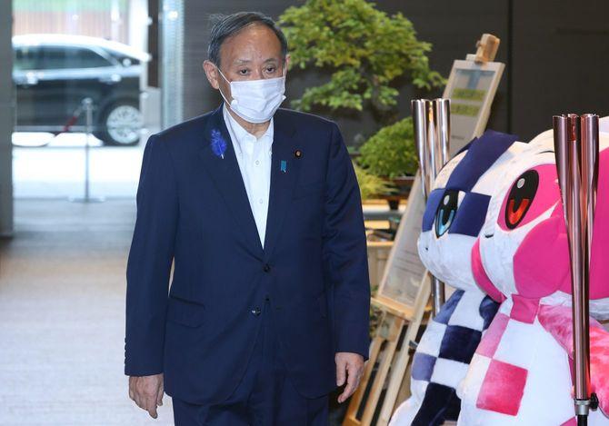 首相官邸に入る菅義偉首相=2021年7月13日、東京・永田町