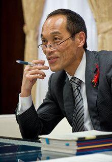 <strong>東国原英夫</strong>●1957年、宮崎県生まれ。2000年4月早稲田大学第二文学部入学、04年3月卒業。同年4月再び早稲田大学政経学部へ入学。07年1月23日第52代宮崎県知事に就任。近著に『決断力。』(創英社)。