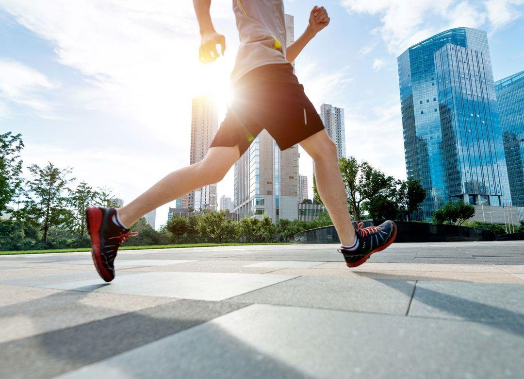 ベンツ社長が40代でトライアスロン始めたワケ 海外出張年200日「現地で走る」