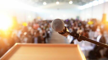 スピーチが下手な人は「最初の7秒」でスベる 「つかみ」が劇的にアップする4方法   PRESIDENT Online(プレジデントオンライン)