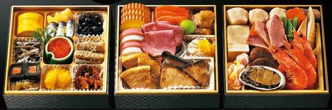 厳選食材を使い「人気具材のブリの照り焼きのサイズをより大きくした」(安藤さん)など、一品一品グレードアップした「寿おせち三段重」。店頭受け取りのほか宅配もできる