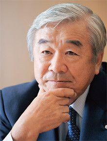 <strong>大久保尚武●おおくぼ・なおたけ<br></strong>1940年、北海道生まれ。62年東京大学法学部卒業、同年、積水化学工業入社。89年取締役、93年常務、97年専務、99年1月副社長、同年6月社長。2009年3月より現職。大学時代にボート競技の日本代表としてローマ五輪に出場。現在、社団法人日本ボート協会の会長も務める。