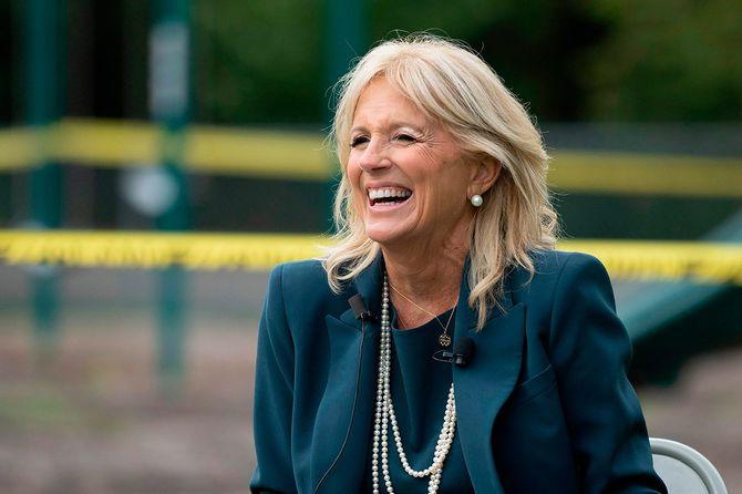 大統領選挙中、デラウェア州ウィルミントンで夫の応援演説をするジル・バイデン夫人