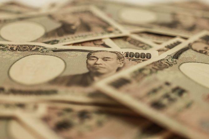 無数の一万円札