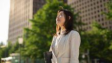 課長、部長、そして役員まで、役職によって「女性リーダー」に最も必要とされるスキルとは何か