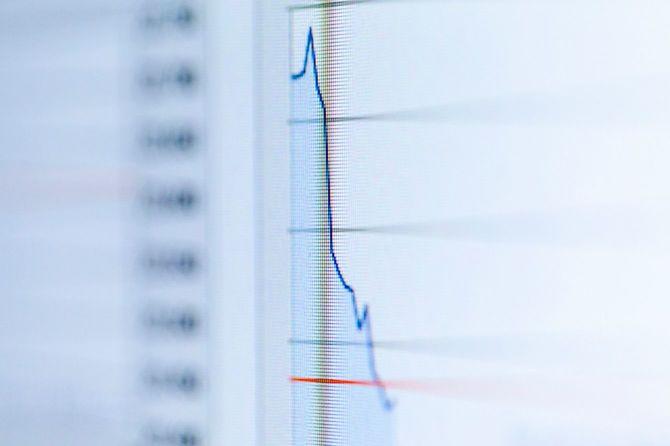 急降下する株価のグラフ
