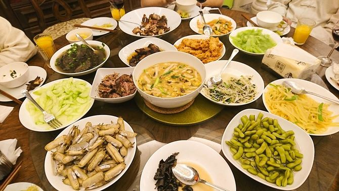 筆者が参加した杭州市でのホームパーティー。この後も多くの料理が振る舞われた