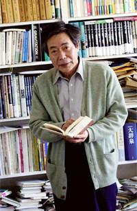 <strong>池内 了</strong>●総合研究大学院大学教授・学長補佐。1944年、兵庫県生まれ。67年京都大学理学部卒、72年同大学院博士課程修了。72年京大理学部をはじめ、北大、東大、国立天文台、阪大、名大、早大と転籍。2006年より現職。著書に『ノーベル賞で語る現代物理学』『疑似科学入門』『科学を読む愉しみ』など。大佛次郎賞、講談社科学出版賞選考委員。