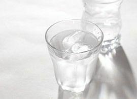 水分のとりすぎは、体調を悪くする?