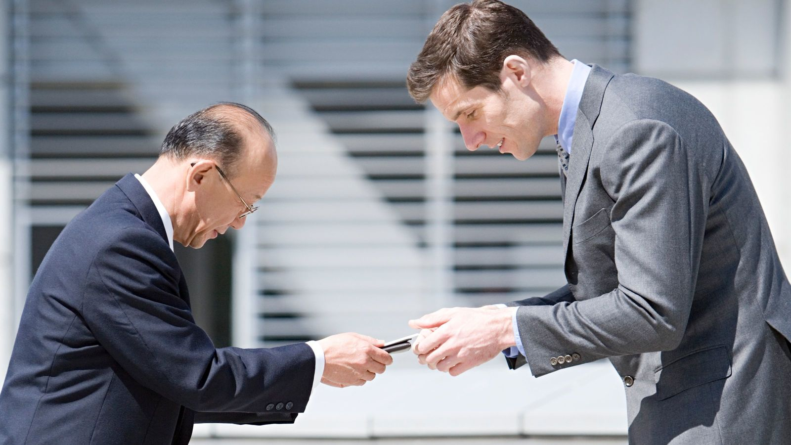 「How do you do?」に堂々とおうむ返しする残念な人々 日本語の「はじめまして」とは違う