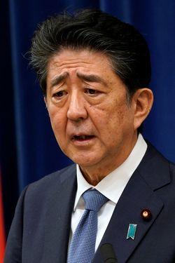 2020年8月28日、首相官邸で行われた安倍内閣総理大臣記者会見(写真=代表撮影/ロイター/アフロ)