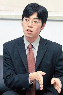 <strong>榎並太平</strong>●1977年生まれ。2005年東京大学大学院理学系研究科博士課程満期取得退学。同年、アクサ生命保険に入社。08年8月CFA試験レベル3に合格。現在はリスク・収益分析課に在籍。