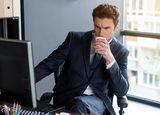 上司や強面同僚の貧乏ゆすりを指摘する技