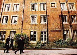 「奇跡の公立高校」ロンドン貧困エリアで、7割の生徒が難関大学を狙う!