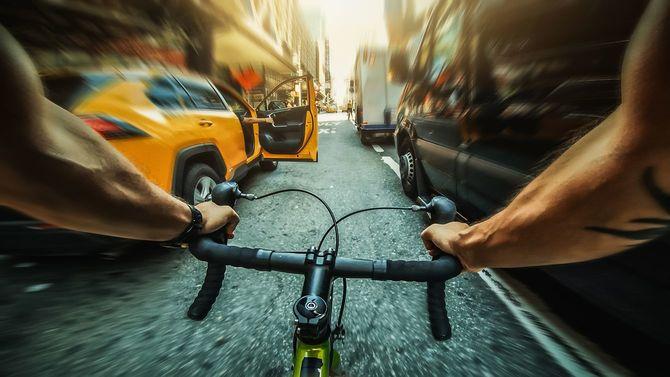 POV自転車に乗る:ニューヨークのロードレーシングバイク