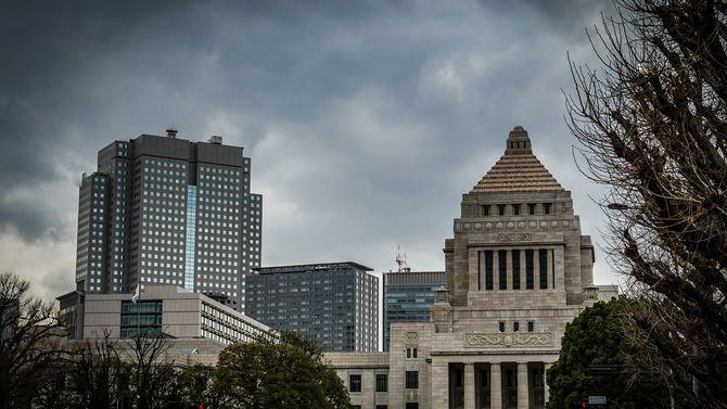 暗雲が立ち込める国会議事堂
