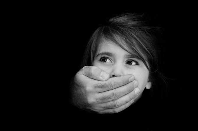 児童虐待のイメージ