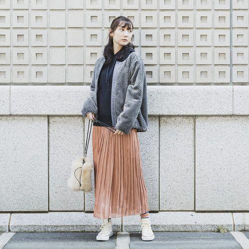 「#ワークマン女子」のスタイリング例。トップスの「ダイヤフリースカーデガン」は1900円。「裏アルミ仕様で防寒に優れ、さらにデザインが触り心地の良いフリースを採用!」とうたう。