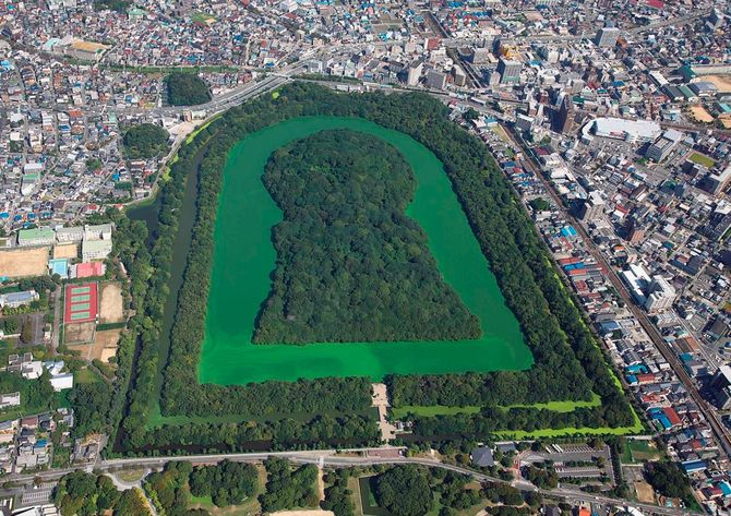世界遺産にも登録された日本最大の前方後円墳、仁徳天皇陵古墳(大山古墳、大阪府堺市)