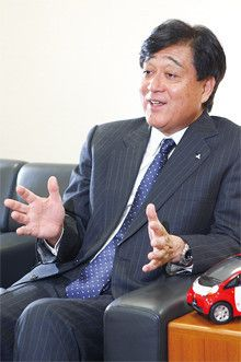 <strong>三菱自動車工業 社長 益子 修</strong>●1972年、早稲田大学卒業後、三菱商事入社。2003年、同社執行役員、自動車事業本部長に就任。04年、三菱自動車代表取締役常務取締役海外事業統括就任。05年より現職。