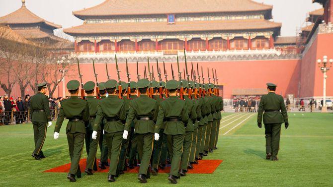 2011年12月、北京を行進する中国兵たち