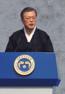 文在寅第19代韓国大統領。進歩派で、北朝鮮に対しては融和路線を貫くが、日本に対して強硬姿勢が目立つ。