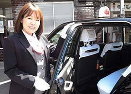 13人に1人の難関も突破!お嬢さま女子大生や介護職がタクシードライバーを目指す理由