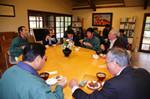 めいめいが好きなものをとって食べる。人気は秋田名物の「桧山納豆」と筋子だった。