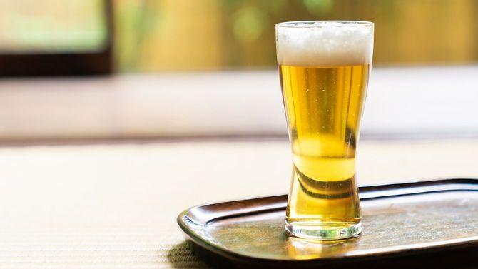 和風の家、お盆の上にビール