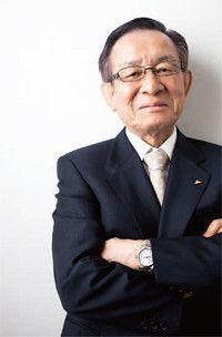 <strong>ダイキン工業代表取締役社長兼COO 岡野幸義</strong>●1940年、旧満州・大連生まれ。64年大阪市立大学卒業後、ダイキン工業入社。管理部長を経て、94年取締役就任。常務取締役、専務取締役を経て、2002年代表取締役副社長、04年より現職。